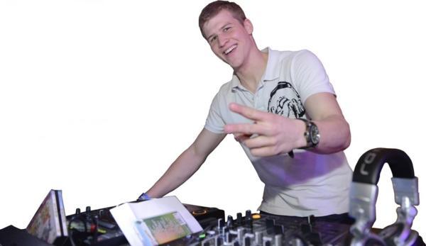 DJ Kaufi
